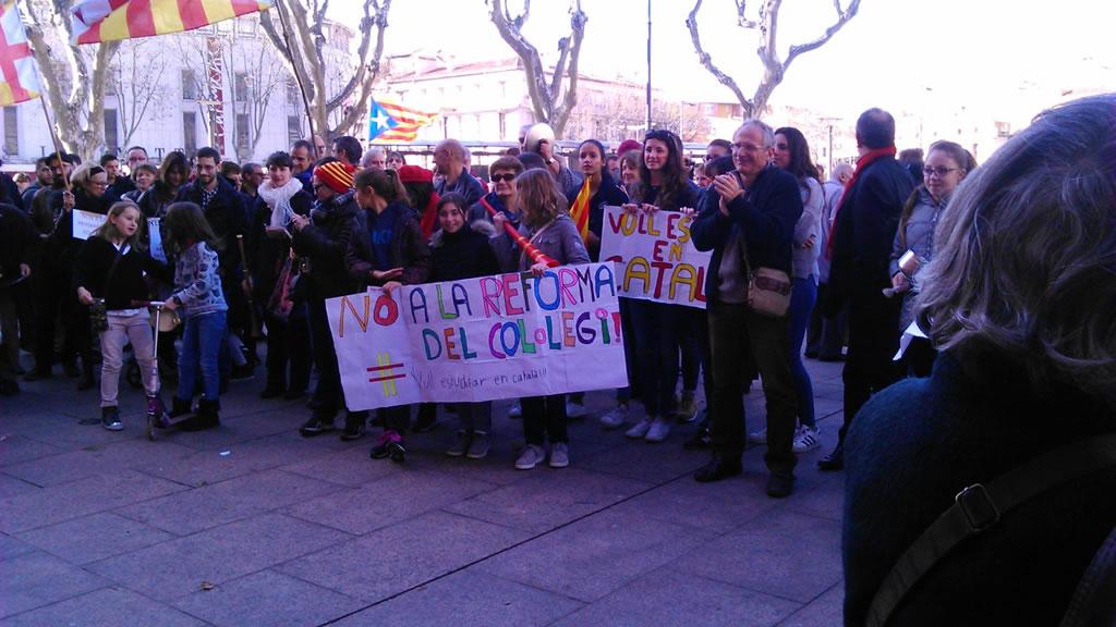200 persones participen a Perpinyà en la cassolada en defensa de l'ensenyament en català